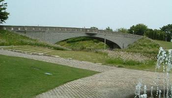 川に架かる橋アイキャッチ
